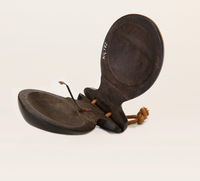 Castanets with spring